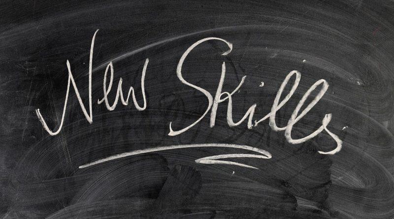 lavagna con scritta new skills